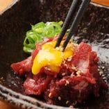 桜ユッケなど、逸品料理もご用意しております。