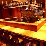 目の前で調理が見られるオープンキッチン。