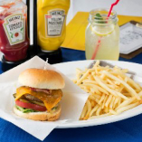 ランチセットは『MLB cafe TOKYO オリジナルBIGバーガー』にフライドポテトとドリンク付