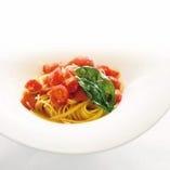 フレッシュトマトとバジリコのアーリオオーリオスパゲッティ