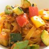 彩り野菜のミートソース タリアテッレ