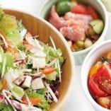 自由に選べるカスタムサラダ&2デリプレート