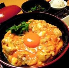【名物 親子丼】 スープ・漬もの付