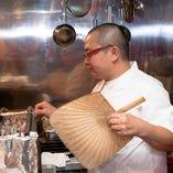 串ものは一本ずつ絶妙な火加減で丁寧に焼き上げます。