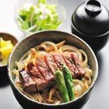 ランチ大人気!『ステーキ丼』 サラダ・香物・味噌汁 1,600円