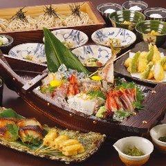 蕎麦と京の逸品、鮮魚などお酒との相性をお楽しみいただけるメニューを豊富にご用意しております。