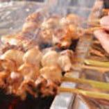 紀州備長炭でじっくり焼き上がる焼鳥は絶品です。