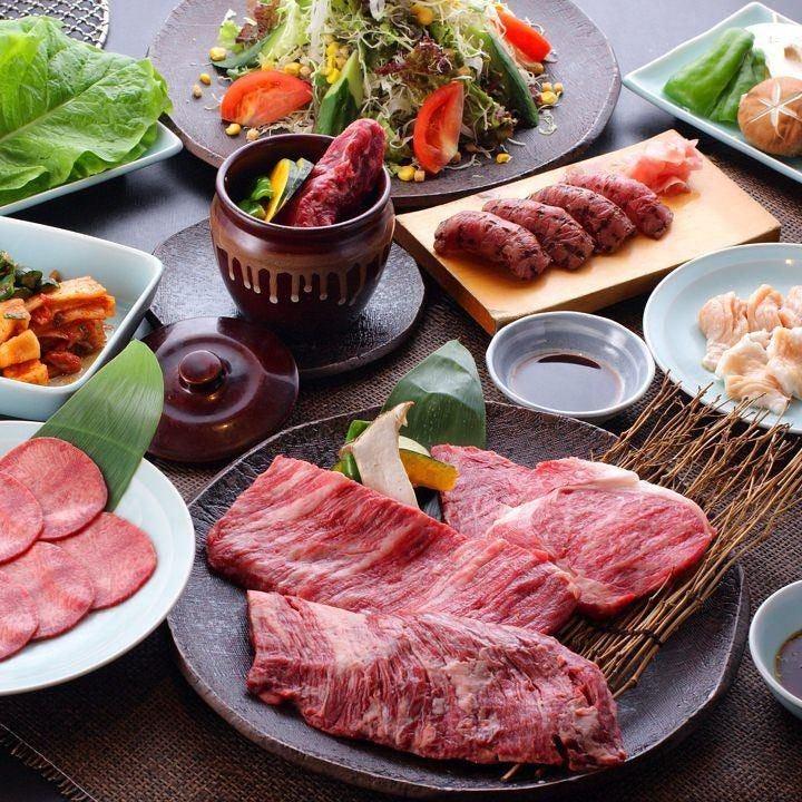 【まずはココから】牛トロ炙り寿司、ステーキは3種◎上塩タン、上ミノなどホルモンも充実『上撰コース』