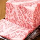 口内の温度でとろける極上の黒毛和牛も有り!七輪で炙るから更に美味しい!
