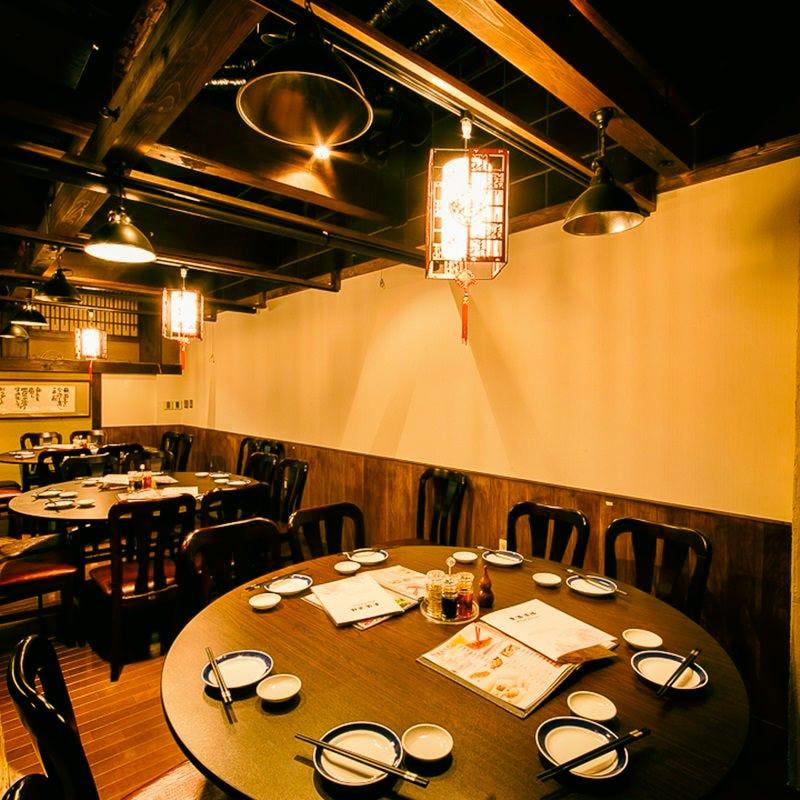 接待や歓迎会など団体様の宴会に最適な円卓タイプの個室空間♪