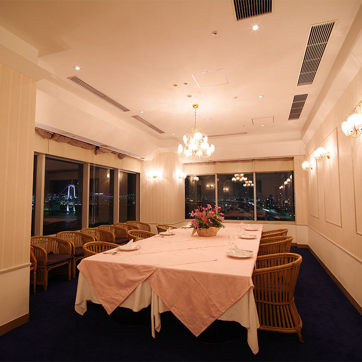 昼宴会や会議などに最適。ご利用人数に合わせ個室をご案内
