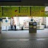 田町駅東口の右エスカレーター
