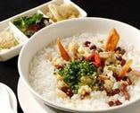 中華薬膳おかゆ。健康を意識したお客様にも好評です。