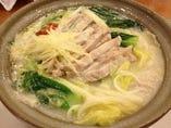鶏白湯(バイタン)煮込みスープ麺
