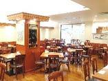 玉川新橋亭(しんきょうてい)は二子玉川 高島屋本館の6階にございます。百貨店内なので、買物、アクセス、駐車場など全ての利便性が揃った理想的な中華料理店です。会社の宴会・パーティー・慶事・法事などお集まりに。専門シェフが調理しサービス致します。 ●テーブル席60名様まで貸切応相談致します