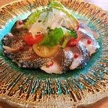 ランゴロ風炙り〆鯖のカルパッチョ