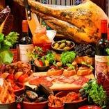 【充実のスペイン料理】生ハムなどお酒に合うタパス料理の数々。