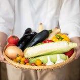 """「""""新鮮""""は何よりのごちそう」だと考え、当店で使用する野菜は姫路周辺で採れた旬のものだけを使用しています"""