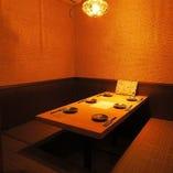 完全個室(~8名様) 隠し扉の個室はお早めにご予約下さい。