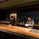 【バーカウンター】大阪の夜景を眼下に。優雅に時が流れる特等席