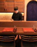 会話と料理を楽しめるカウンター席