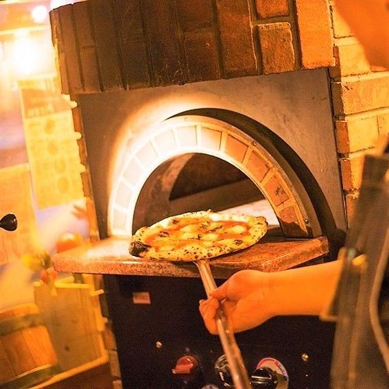 自慢のpizza窯♪開口から先は500度以上!!