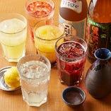 飲み放題のドリンクは75種類以上。お好みのお酒でぜひ乾杯を♪