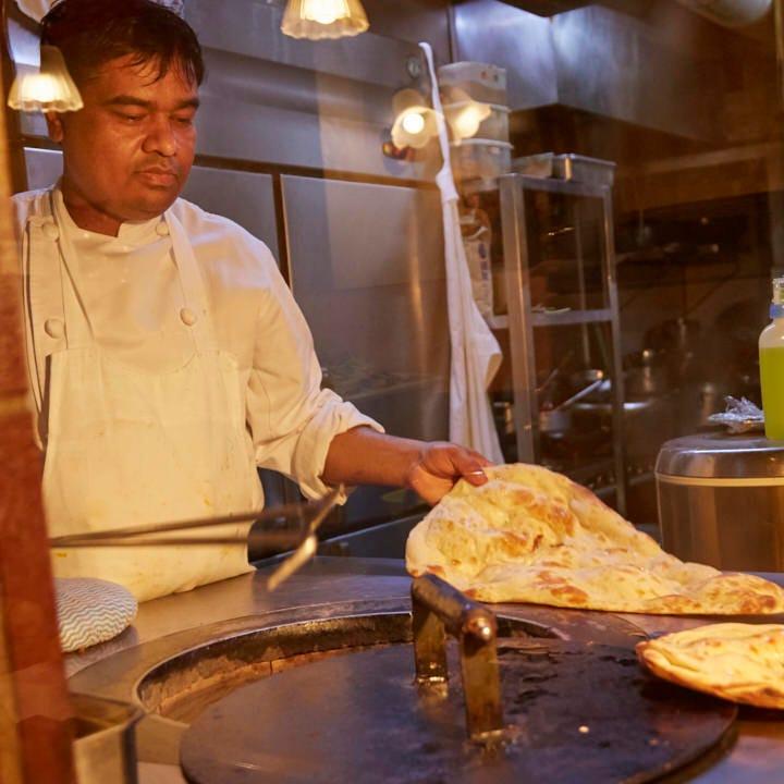 インドカレーに欠かせないナンはお店の窯で焼き上げています