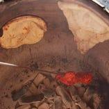 特製タンドール窯で焼き上げたナンやタンドリー料理は絶品!