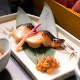 コース内料理:いけすより獲れたての新鮮な魚を焼いてご提供します。