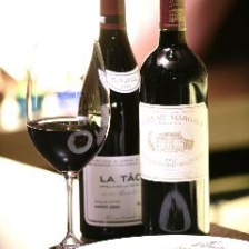 豊富に取り揃えたワインで記念日・デート