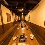 カウンターや小・中規模の個室、大人数での堀りごたつ個室も完備