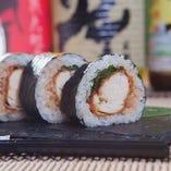 【御飯物】 ソースと梅肉でいただく「ササミフライの巻き寿司」