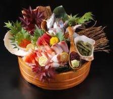 生け簀から新鮮な魚介をご提供