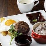 「グリルハンバーグ&グリル野菜」1,280円(税込)