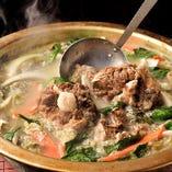 24時間コトコト煮込んだテールスープは旨味が溢れ出た至極の一杯