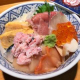 三陸産の魚介類、しゃりは東北194号(ささ結び)を使用、海鮮丼