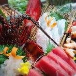 房州産の新鮮な魚介類を使用したお造りは、新鮮だからこその食感