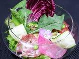 季節野菜の彩り農園サラダ特製コーンドレッシング