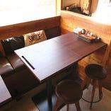 カフェのようなおしゃれなテーブル席