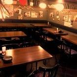 テーブル席は全50席。気の合う仲間と愉しい時間をお過ごしください。