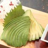 食べ頃の新鮮なアボカドをダイレクトに味わうにはやっぱ刺身!