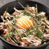卵とマヨをプラスで混ぜる、焼鳥丼スペシャル♪おすすめですよ~!