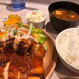 【定食】 多彩なメニューから選べるランチは日替わり料理も