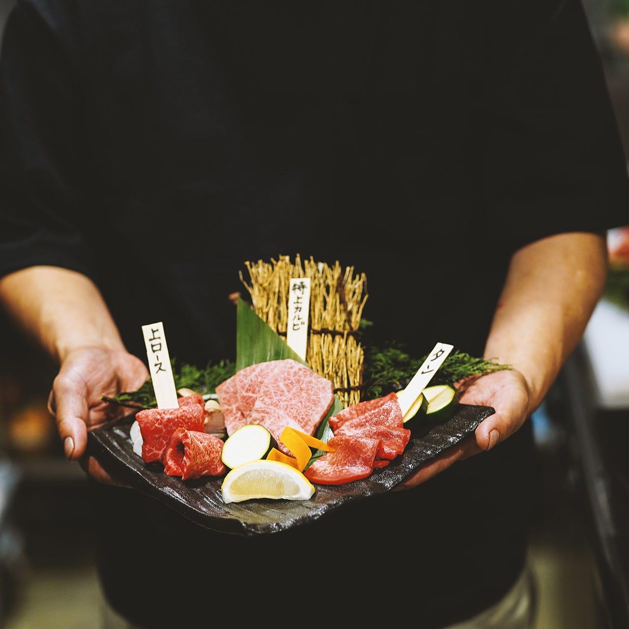 焼肉店での豊富な経験を持つ料理長と専門業者が厳選した極上肉