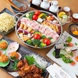 2種類のスープを楽しめる欲張りな【白黒回鍋肉鍋コース4,000円】宴会や女子会に♪