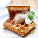 ブリュッセルWASHAワッフル キャラメルミルクアイス+りんごジャム
