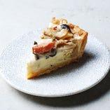 【人気キッシュ】ベーコンときのことカマンベールチーズのキッシュ