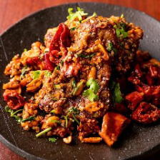 スペアリブに丸鶏♪迫力の名物肉料理