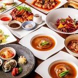 フカヒレ姿煮をお1人1枚ご用意する『コミコミ6,500円コース』。パリパリ香港チキンや麻婆豆腐など、メイン級のお料理が満載です♪